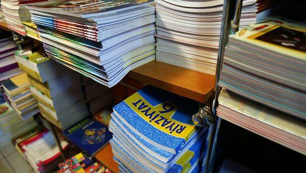 Продажа учебников в Баку, фото из архива - Sputnik Азербайджан