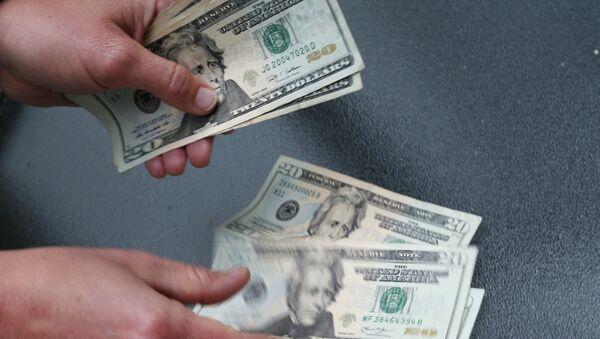 Пересчитывание денег, фото из архива - Sputnik Азербайджан