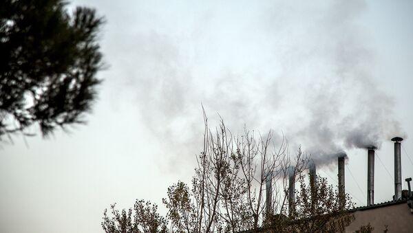 Клубы дыма из вентиляционных труб дома торжеств в Баку - Sputnik Azərbaycan