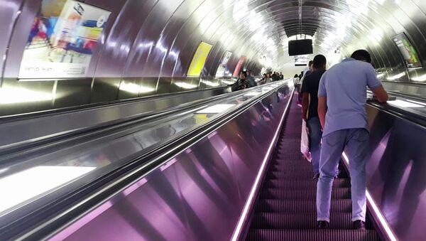 Эскалатор на станции Эльмляр Академиясы Бакинского метрополитена - Sputnik Azərbaycan