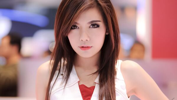 Тайская девушка на выставке Thailand International Mortor Expro 2013 - Sputnik Азербайджан