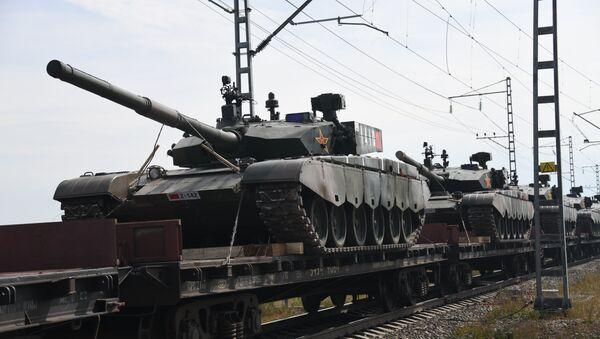 Эшелоны с военнослужащими и военной техникой армии Китая, которые примут участие в военных учениях Восток-2018, прибыли на станцию разгрузки Забайкальск - Sputnik Азербайджан
