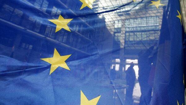 Флаг ЕС в штаб-квартире ЕС в Брюсселе - Sputnik Azərbaycan