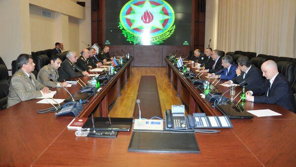Министр по чрезвычайным ситуациям Кямаледдин Гейдаров встретился с министром обороны Израиля Авигдором Либерманом - Sputnik Азербайджан