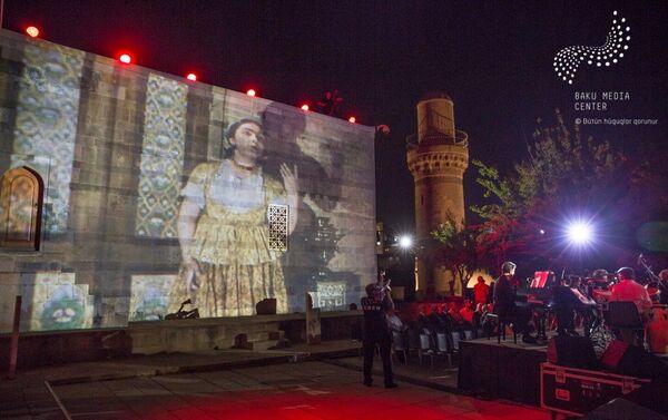 Музыкальный вечер, посвященный 120-летию азербайджанского кино. Баку, музей-заповедник Комплекс Дворца ширваншахов, 14 сентября 2018 года - Sputnik Азербайджан