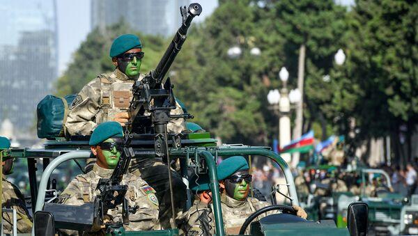 Военный парад по случаю 100-летия освобождения Баку Кавказской исламской армией. 15 сентября 2018 года - Sputnik Азербайджан