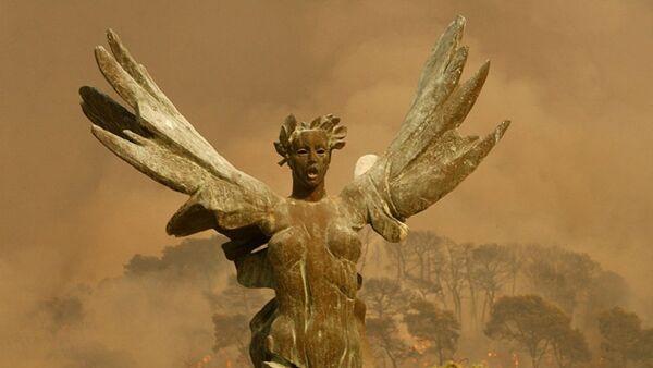 Крылатая статуя победы неподалеку Олимпии, Греция - Sputnik Азербайджан