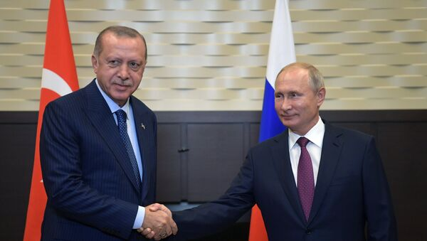 Президент РФ Владимир Путин и президент Турции Реджеп Тайип Эрдоган во время встречи в Сочи. 17 сентября 2018 года - Sputnik Азербайджан