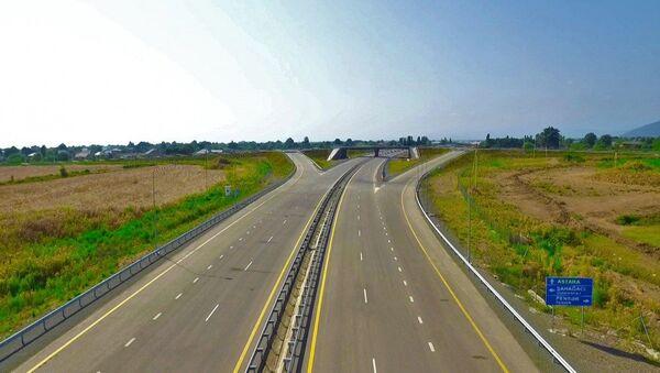 Президент Ильхам Алиев принял участие в открытии автодороги Алят-Астара-госграница Ирана - Sputnik Азербайджан
