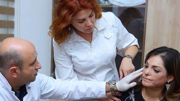 Азербайджанские пластические хирурги решили помочь участнице проекта стилиста Анара Агакишиева Before/after (До/после) Эльвире - Sputnik Азербайджан