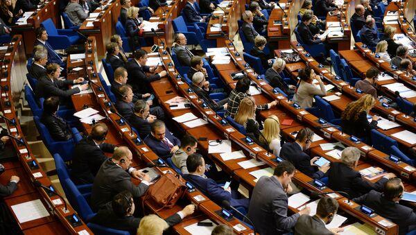 Делегаты в зале на пленарном заседании зимней сессии Парламентской ассамблеи Совета Европы - Sputnik Азербайджан