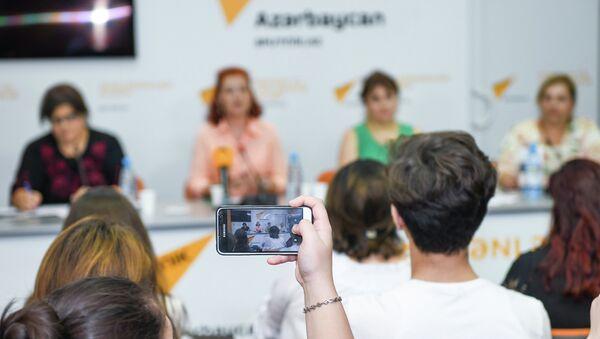 Пресс-конференция на тему Роль социальных сетей в возникновении проблем в семьях - Sputnik Azərbaycan
