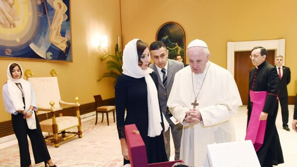 Azərbaycanın Birinci vitse-prezidenti Mehriban Əliyeva Roma Papası Fransisk ilə görüşüb - Sputnik Azərbaycan