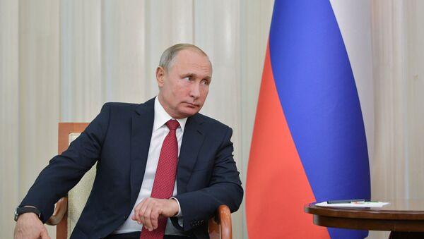 Rusiya prezidenti Vladimir Putin Azərbaycan prezidenti İlham Əliyevlə təkbətək görüş zamanı. Bakı, 27 sentyabr 2018-ci il - Sputnik Azərbaycan