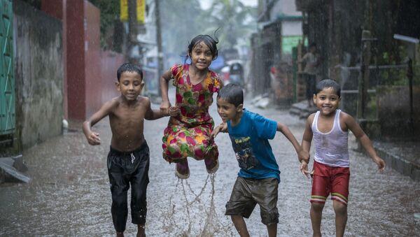 Снимок Happiness on a Rainy Day бангладешского фотографа Fardin Oyan, победившего в номинации Young Environmental Photographer of the Year 2018 фотоконкурса Environmental Photographer of the Year 2018 - Sputnik Азербайджан