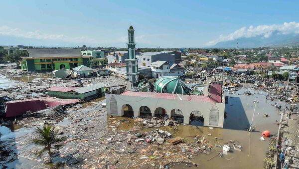 Обрушившаяся мечеть в городе Палу на острове Сулавеси в Индонезии, где прошло разрушительное землетрясение и цунами. 30 сентября 2018 года - Sputnik Азербайджан