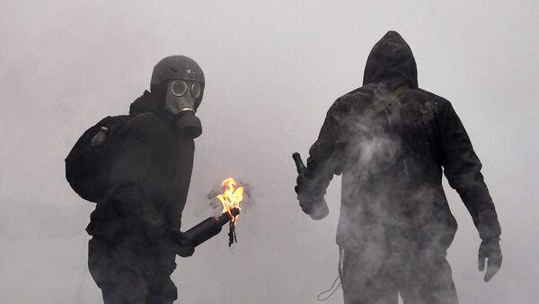 Люди в противогазах, фото из архива - Sputnik Азербайджан