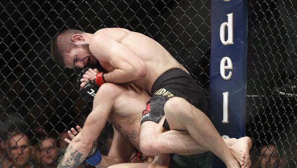 Хабиб Нурмагомедов победил Конора Макгрегора и защитил титул чемпиона UFC - Sputnik Азербайджан