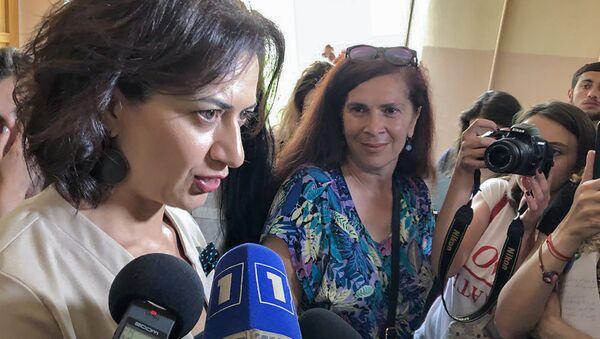 Супруга премьер-министра Анна Акопян отвечает на вопросы журналистов (4 июня 2018). Еревaн - Sputnik Azərbaycan