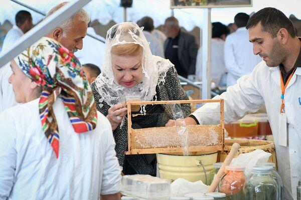 Ежегодная медовая ярмарка в Баку - Sputnik Азербайджан
