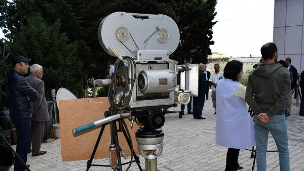 Ретро выставка кинотехники под названием Голоса из прошлого - Sputnik Азербайджан