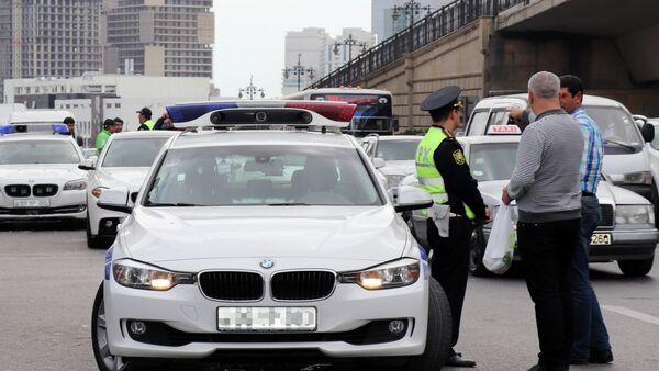 20 Yanvar metrostansiyası yaxınlığında qanunsuz fəaliyyət göstərən taksi sürücülərinə qarşı reyd - Sputnik Azərbaycan