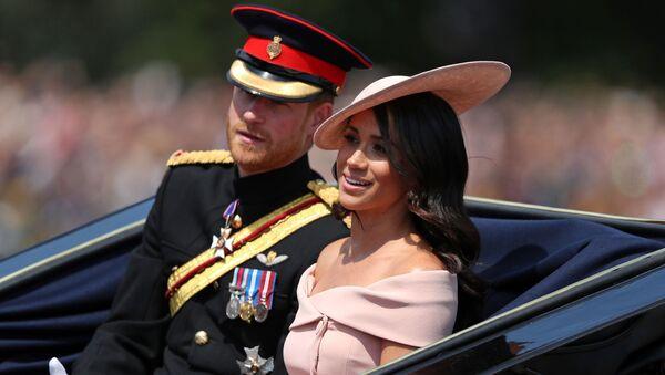 Жена принца Гарри Меган Маркл на традиционном параде Trooping of the Colour в Лондоне  - Sputnik Азербайджан