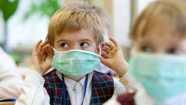Профилактические меры против гриппа в школе Южно-Сахалинска - Sputnik Азербайджан