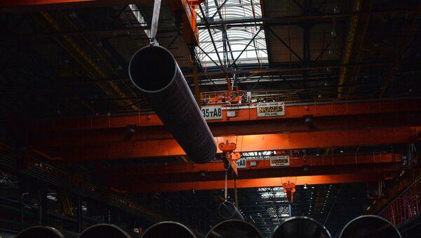 Цех по производству труб на трубопрокатном заводе, фото из архива - Sputnik Азербайджан