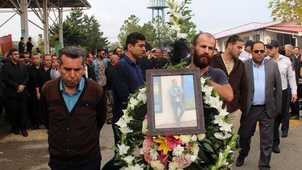 Похороны скончавшихся в результате отравления иранском сухогрузе Назмехр. Город Энзели, Иран, 22 октября 2018 года - Sputnik Азербайджан