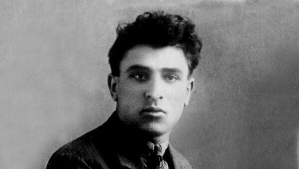 Микаил Мушфиг - Sputnik Азербайджан