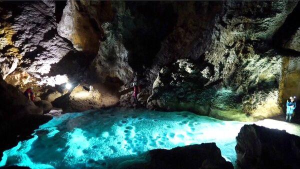 В Китае нашли невероятную пещеру - Sputnik Азербайджан