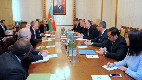 Встреча министра иностранных дел Эльмара Мамедъярова с советником президента США по национальной безопасности Джоном Болтоном - Sputnik Азербайджан