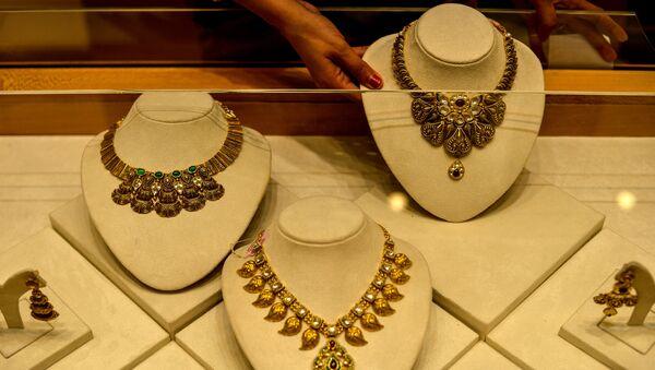 Ювелирные изделия из золота, фото из архива - Sputnik Азербайджан