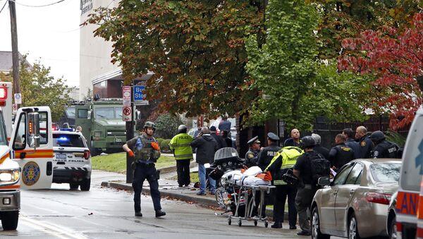 Ситуация возле синагоги в американском городе Питтсбург, где произошла стрельба. 27 октября 2018 - Sputnik Азербайджан