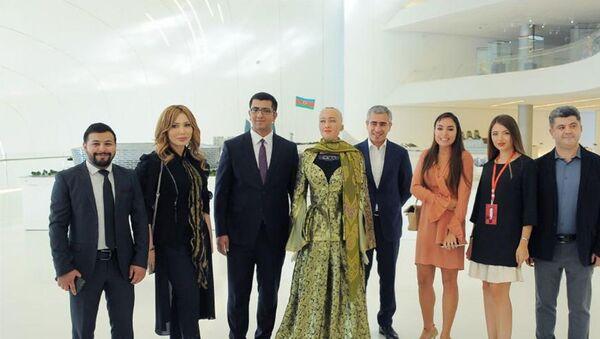 Участники Глобального дня инфлюэнсера в Центре Гейдара Алиева в Баку - Sputnik Азербайджан