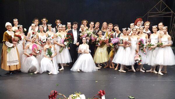 Эйюб Гулиев выступил музыкальным руководителем и дирижером постановщиком на премьере новой постановки балета Жизель  - Sputnik Азербайджан