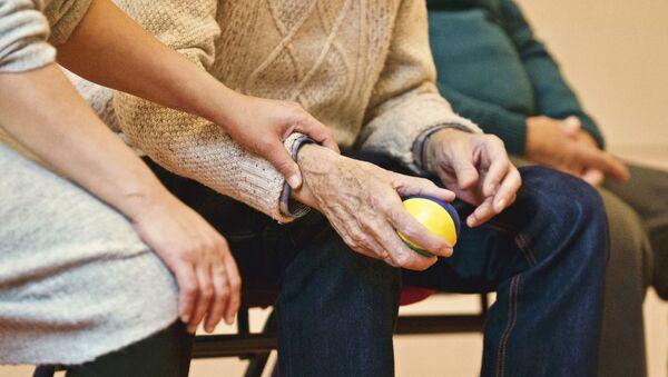 Пожилые люди, фото из архива - Sputnik Азербайджан
