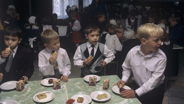 В буфете во время перемены, фото из архива - Sputnik Азербайджан