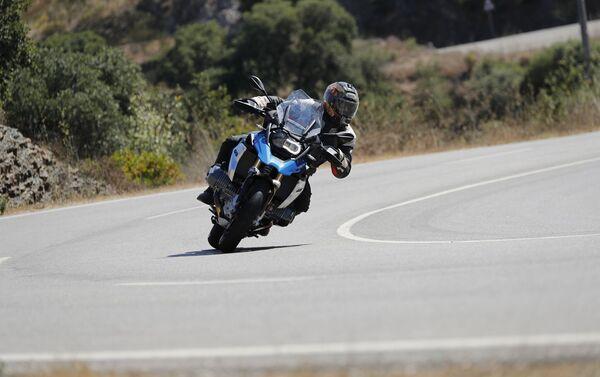 Новый мотоцикл R1250GS компании BMW - Sputnik Азербайджан