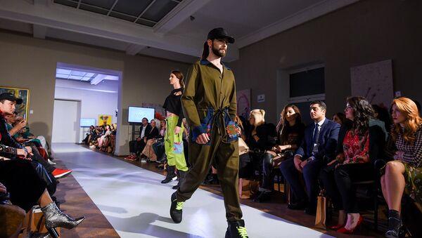 Модные показы восьмого сезона Недели моды Азербайджана  - Sputnik Азербайджан
