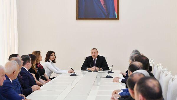 Президент Азербайджанской Республики Ильхам Алиев и первая леди Мехрибан Алиева  на открытии Агдамского центра мугама - Sputnik Азербайджан