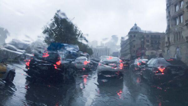 Bakıya yağan yağış nəticəsində yaranan tıxac - Sputnik Azərbaycan