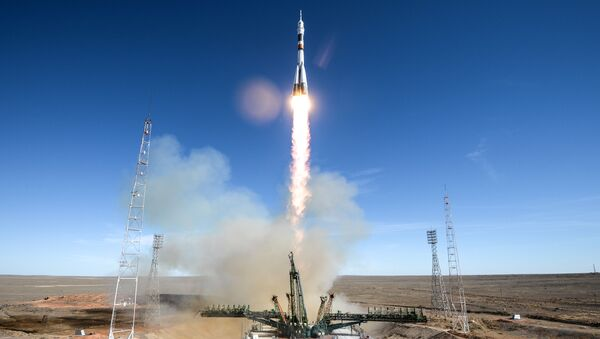 Старт ракеты-носителя Союз-ФГ с пилотируемым кораблем Союз МС-10 - Sputnik Azərbaycan