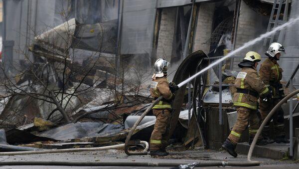 Пожар в ТЦ Лента в Санкт-Петербурге - Sputnik Azərbaycan