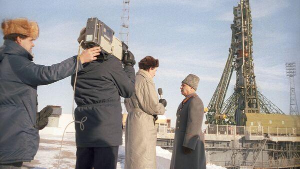 General-leytenant Kərim Kərimov müsahibə zamanı, dekabr 1988-ci il - Sputnik Azərbaycan