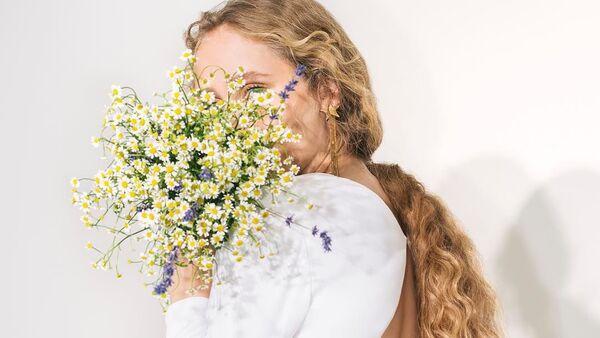 Стелла Маккартни дебютировала со свадебной коллекцией Made with Love - Sputnik Азербайджан
