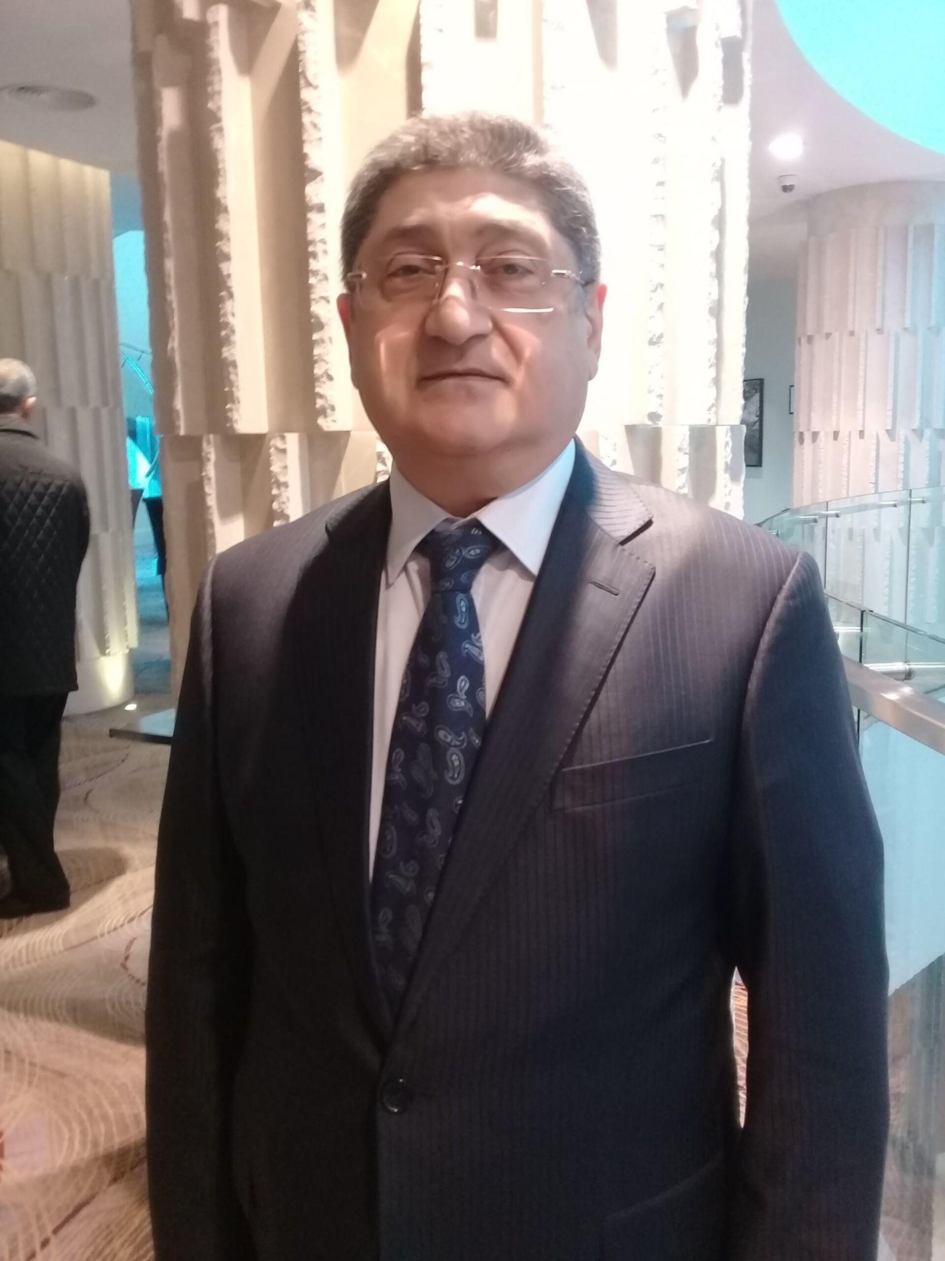 Директор Научно-исследовательского института рыбного хозяйства министерства экологии и природных ресурсов Азербайджана Мехман Ахундов - Sputnik Azərbaycan, 1920, 28.09.2021