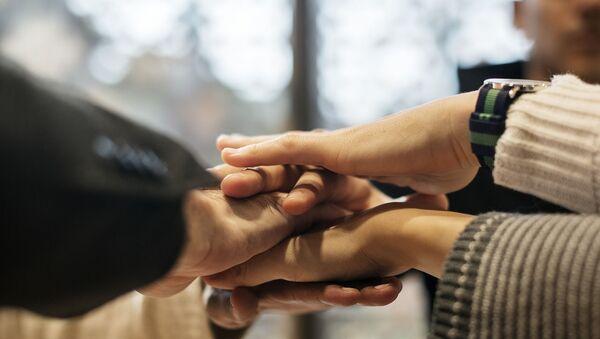 Руки людей, фото из архива - Sputnik Azərbaycan