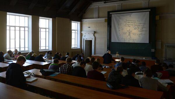Студенты во время лекции в аудитории, фото из архива - Sputnik Азербайджан
